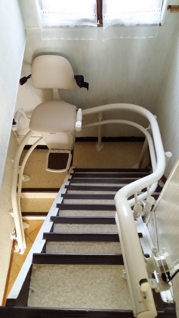 monte escalier tournant avec s. Black Bedroom Furniture Sets. Home Design Ideas